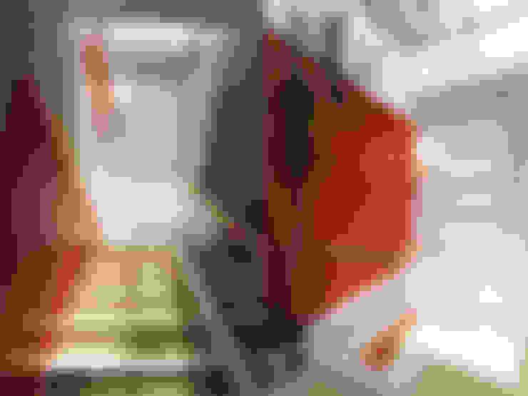 陽光樓梯間:  樓梯 by 果仁室內裝修設計有限公司