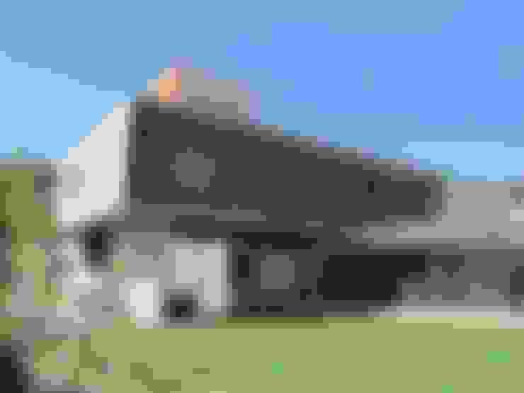 Casas de estilo  por surarquitectura