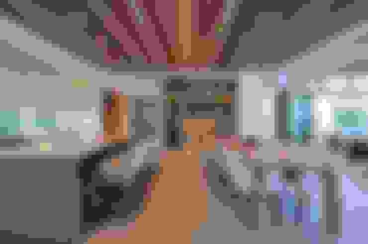 Dining room by Dear Zania Interiors