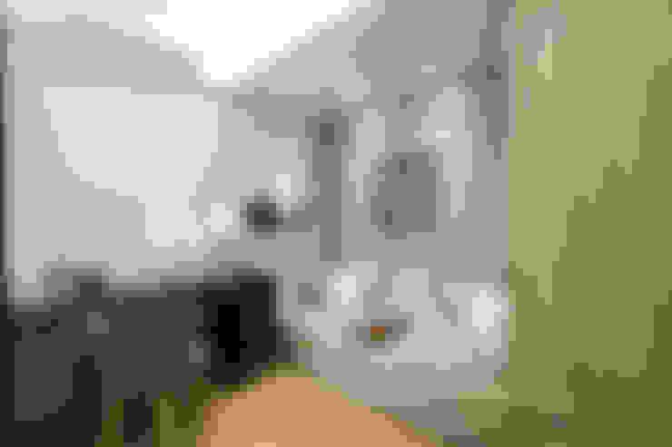 豐悅城-人文風:  書房/辦公室 by 宅即變空間微整形