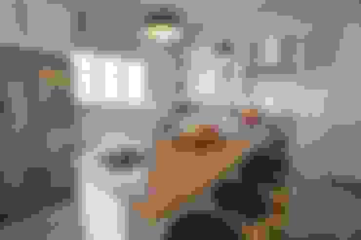 Oranjezicht House #01:  Kitchen by Kunst Architecture & Interiors