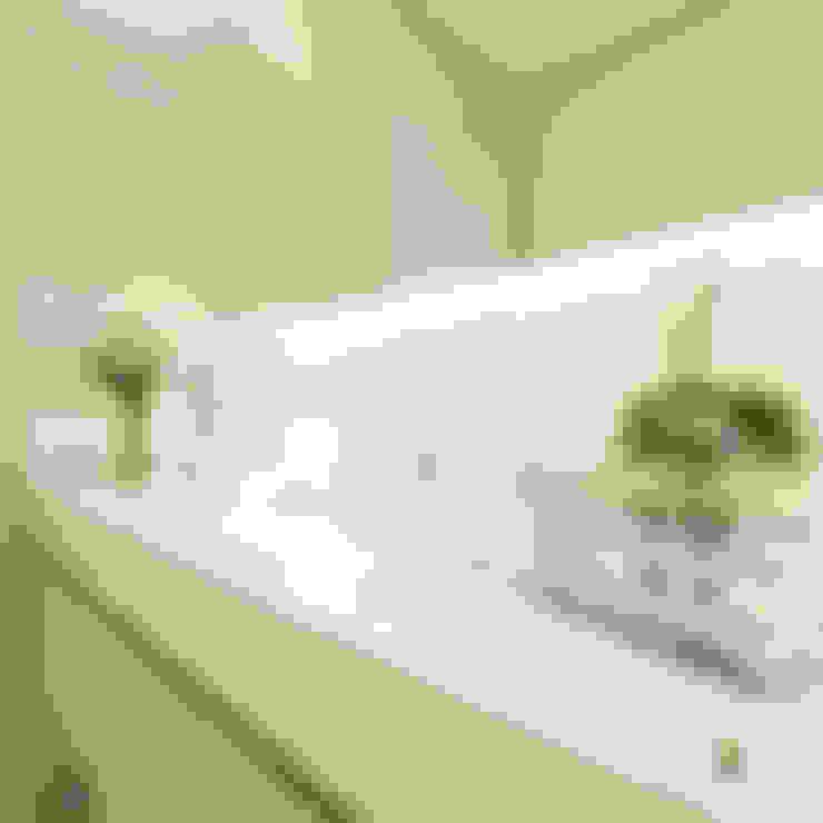 Banheiro moderno e funcional: Banheiros  por iost arquitetura