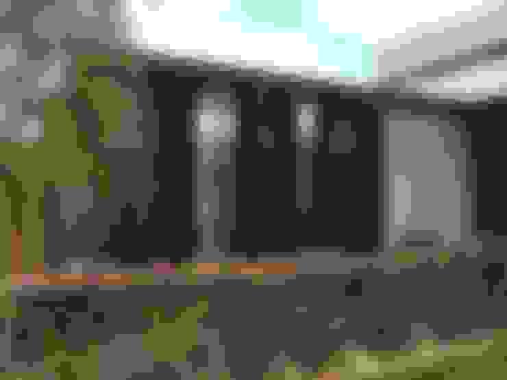Ampliación Casa VA: Ventanas de estilo  por Development Architectural group