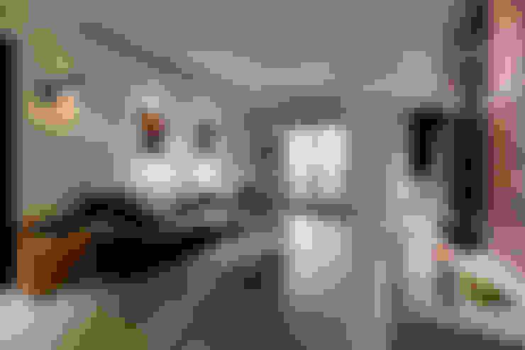 4F公共空間:  客廳 by 隹設計 ZHUI Design Studio
