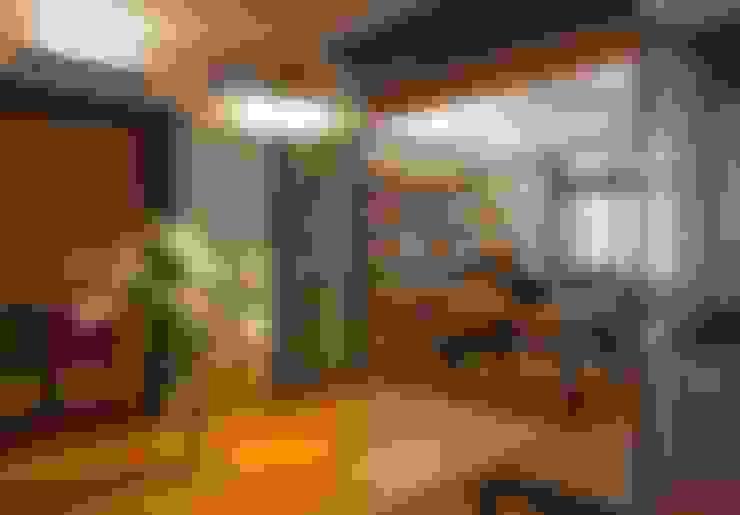 台北黃宅:  書房/辦公室 by 直方設計有限公司