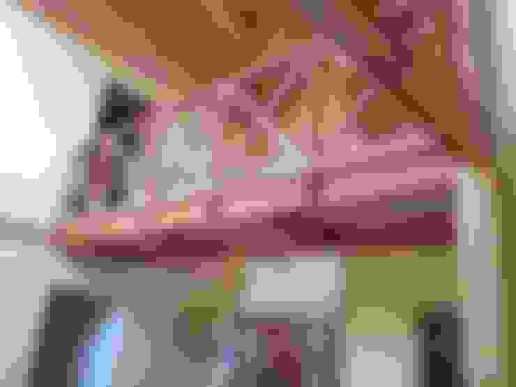 """PROYECTO """"OLIVARES-TUCHNER"""": Pasillos y hall de entrada de estilo  por CONSTRUCTORA RIO MAYER SPA"""