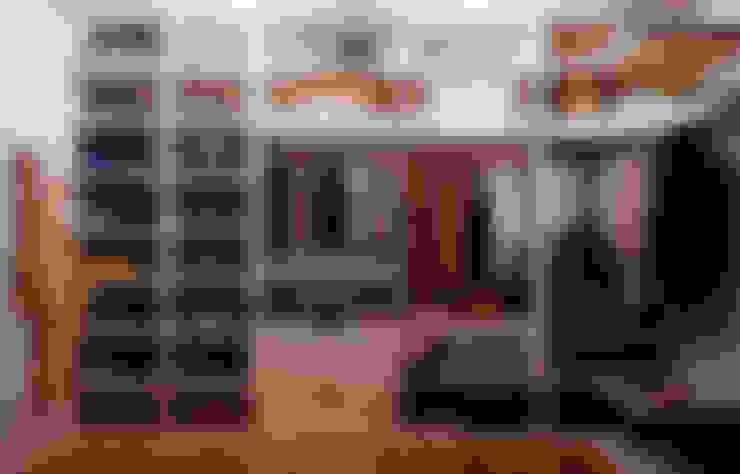 Dressing room by Студия дизайна Interior Design IDEAS