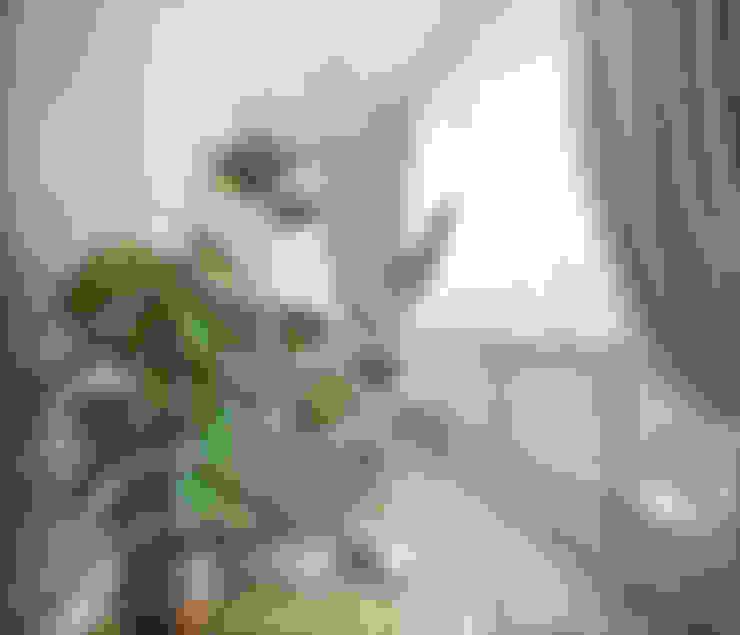 بلكونة أو شرفة تنفيذ Студия дизайна Interior Design IDEAS
