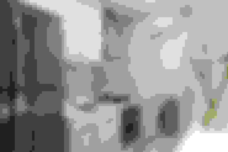 Kitchen by Studio MAR Arquitetura e Urbanismo