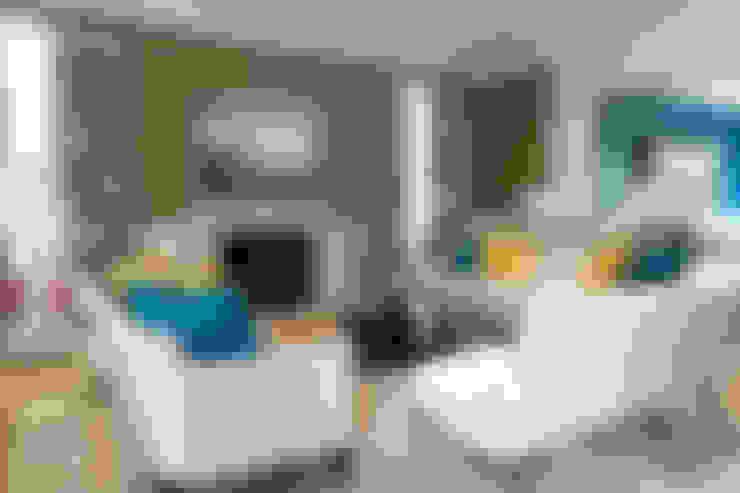 Living Room Fireplace:  Living room by Douglas Design Studio