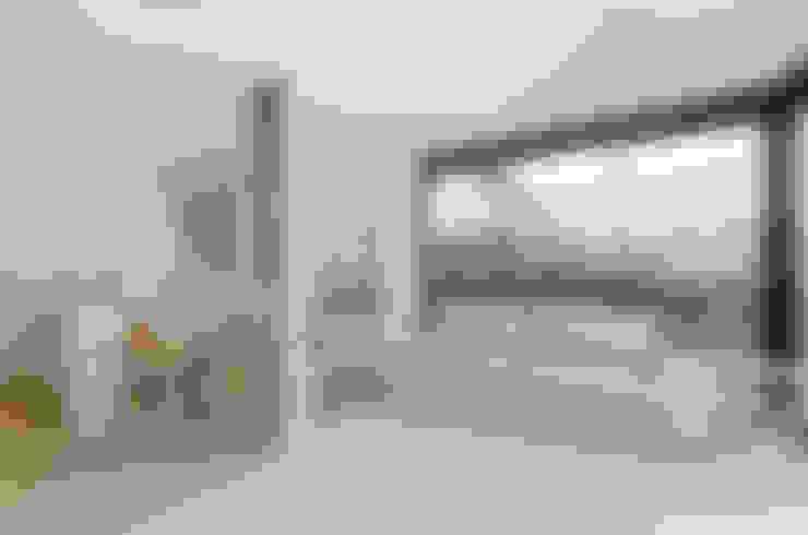 Salas / recibidores de estilo  por MIREIA PIQUÉ.........asesora, home personal shopper y personal shopper inmobiliario