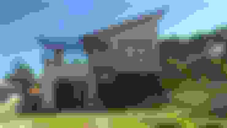 Maisons de style  par CASA+ Arquitetura