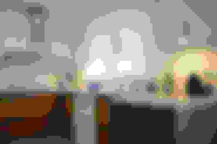 :  Kitchen by Upper Design by Fernandez Architecture Firm