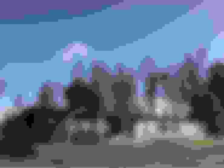 Fachada: Casas unifamiliares de estilo  por RENOarq
