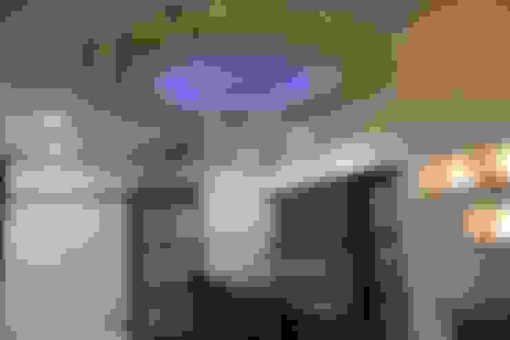 :  Dining room by Vinayak Interior   Interior Designing and Decorator Companies