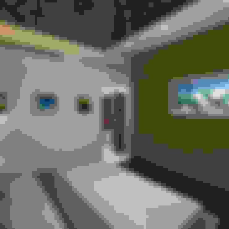 Palacio 1BHK :  Bedroom by Gurooji Designs