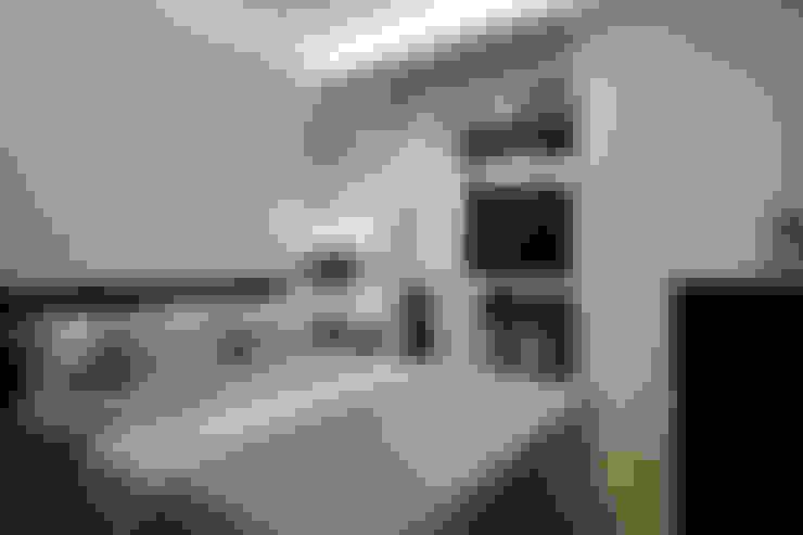 Habitaciones de estilo  por 弘悅國際室內裝修有限公司
