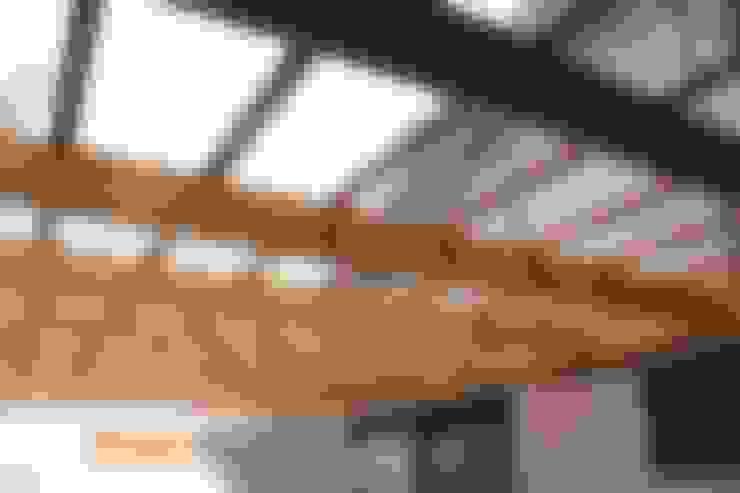 Terrasse de style  par Constructora Acuña