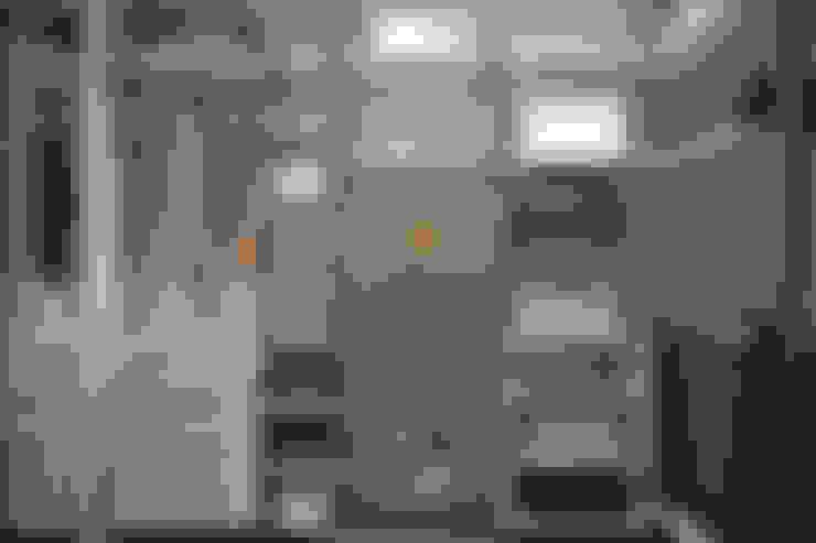 Dressing room by Студия архитектуры и дизайна Дарьи Ельниковой