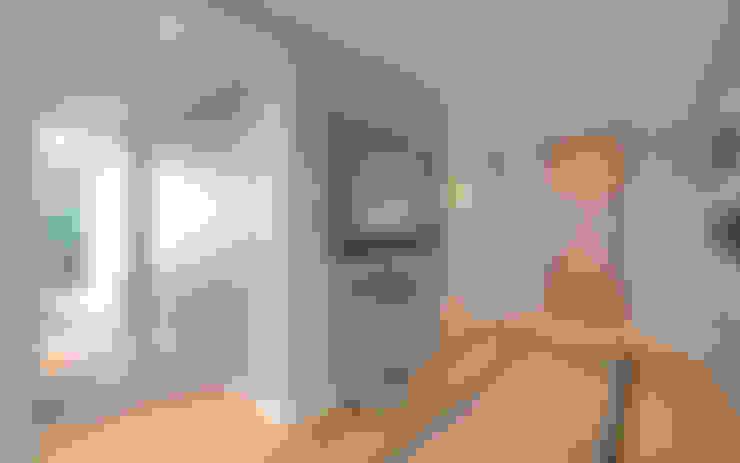 Corridor & hallway by Graham D Holland