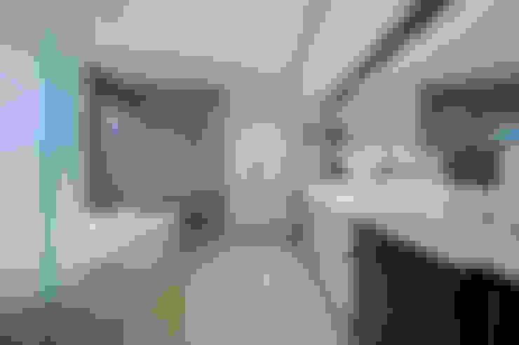 Bathroom by FORMA Design Inc.