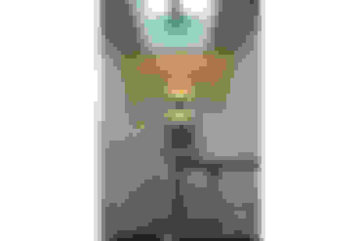 Pasillos y vestíbulos de estilo  por Ensamble de Arquitectura Integral