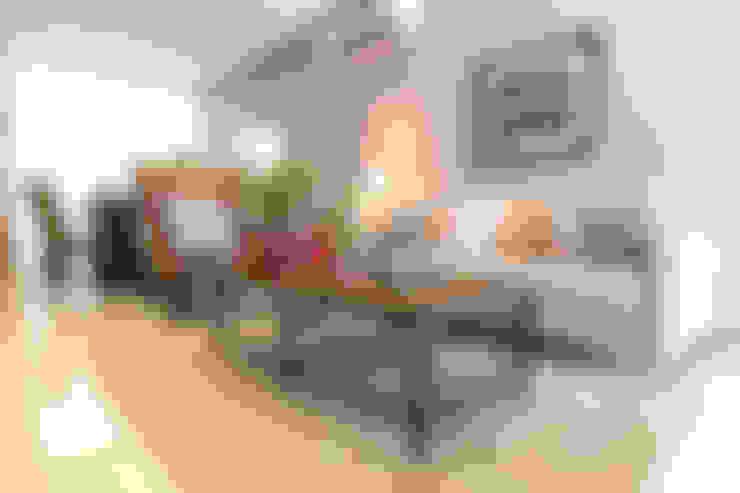 Catya:  Living room by Marilen Styles