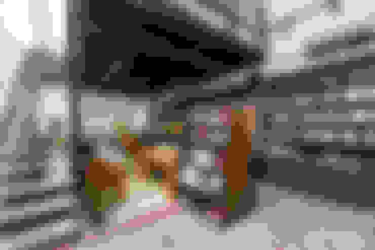 獨立書店:浮光:  商業空間 by Z+SQUARE DESIGN / 正工設計