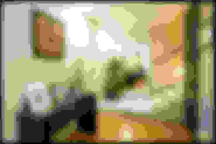 Couloir et hall d'entrée de style  par SEZIONE