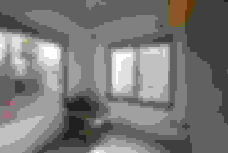 Phòng ngủ by 腰越耕太建築設計事務所
