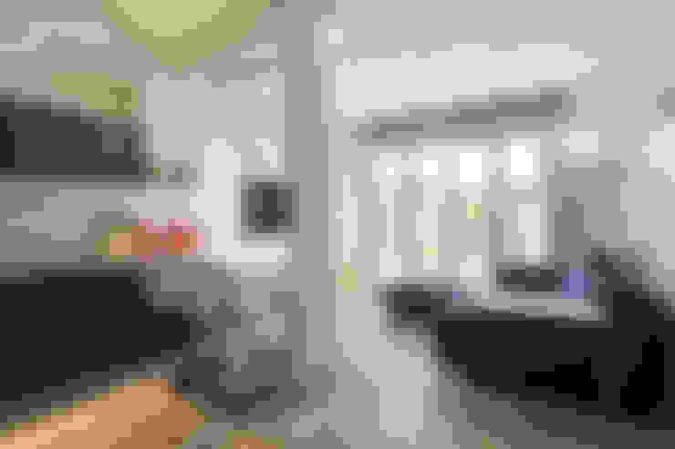 غرفة المعيشة تنفيذ Silvana Barbato, StudioAtelier