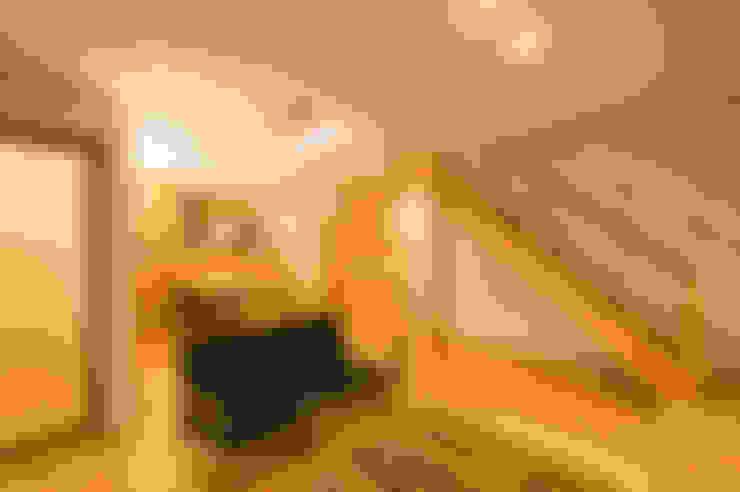 Living room by 株式会社山口工務店