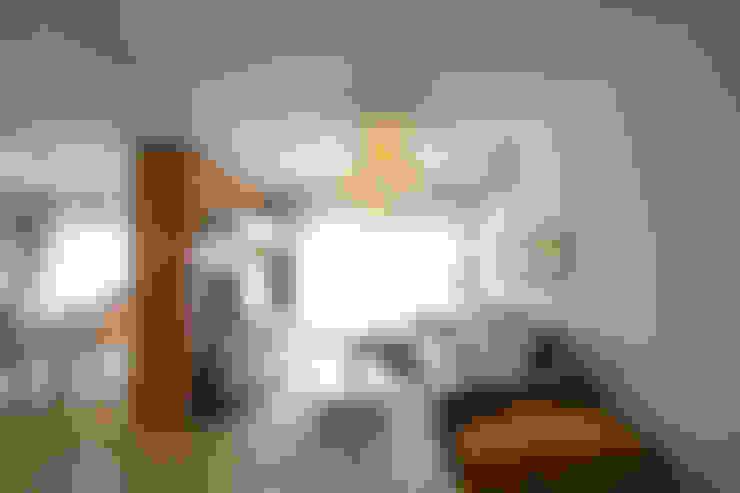 Ruang Keluarga by CUBEArchitects