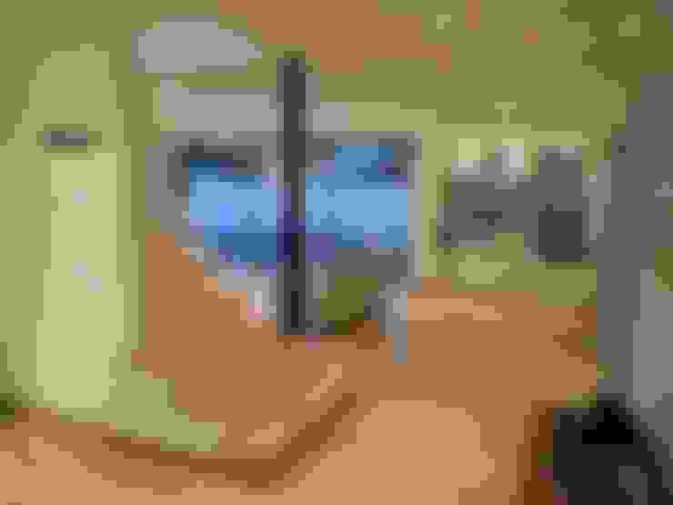 CASA BELLO HORIZONTE: Pasillos y hall de entrada de estilo  por [ER+] Arquitectura y Construcción