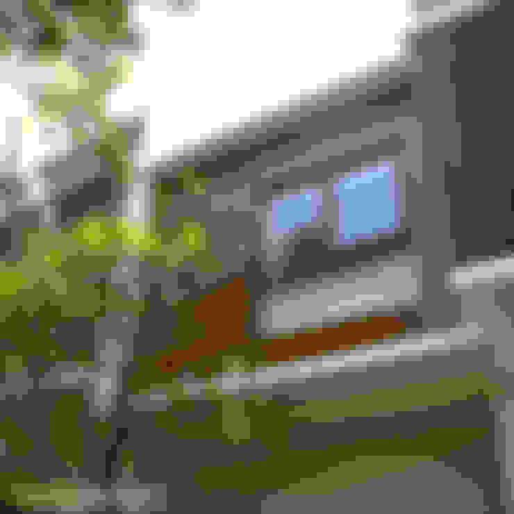 Kalibata House:  Rumah tinggal  by Ashari Architect
