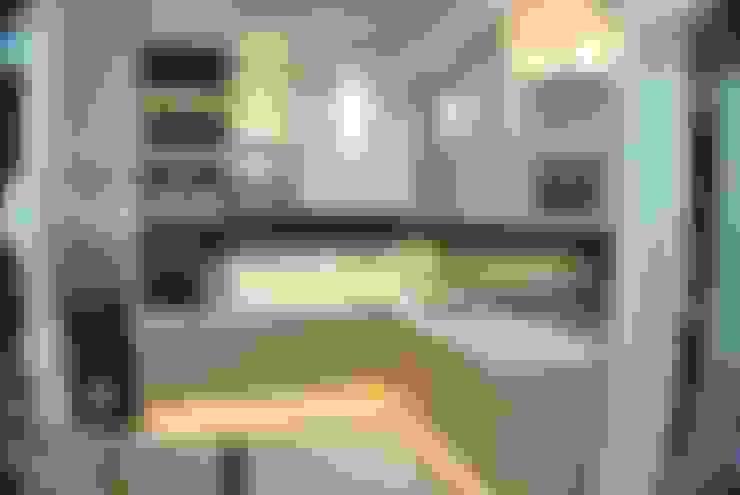 Kitchen Set:  Kitchen by Anantawikrama Studio