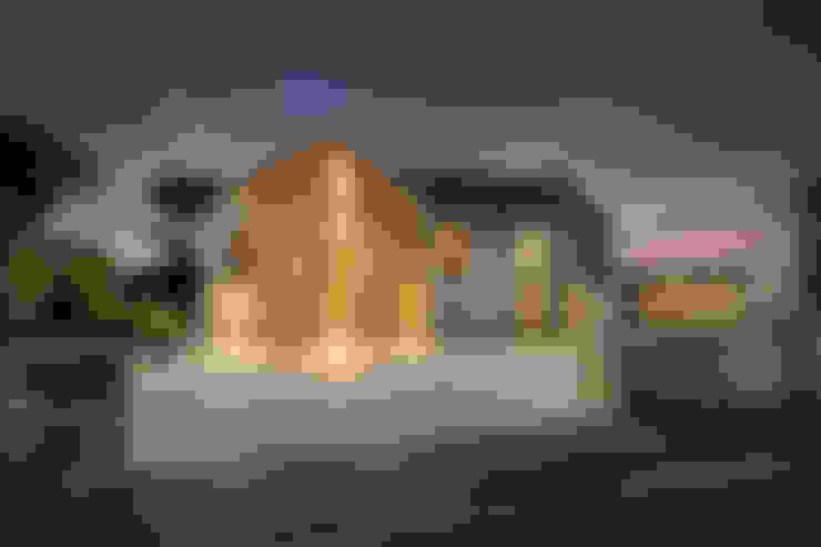 Casas unifamiliares de estilo  por Laurence Associates