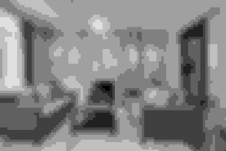 Salas de estilo  por London Home Staging Ltd