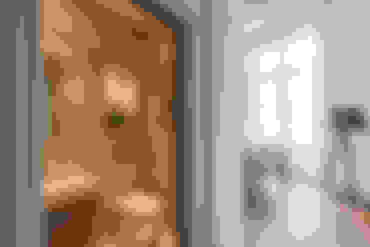 浴室 by Prestige Architects By Marco Braghiroli