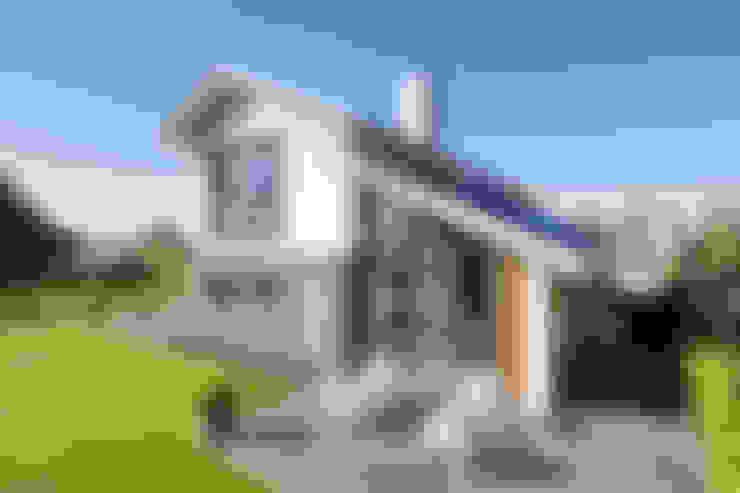 Nhà by BNLA architecten