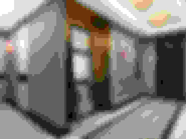 Pasillos y vestíbulos de estilo  por AR Architecture