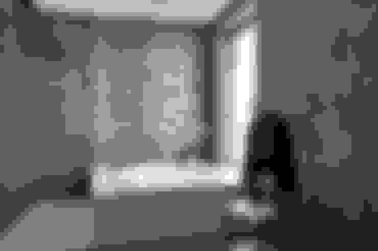 Villa Sondrio_Bathroom: Bagno in stile  di CN Arredamento Design Srl