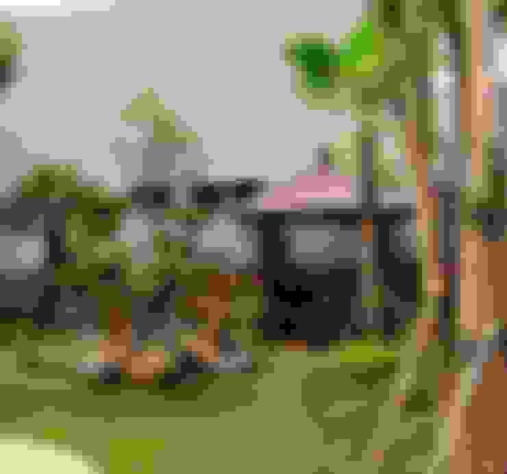 Jardines de estilo  por TUKANG TAMAN SURABAYA - jasataman.co.id