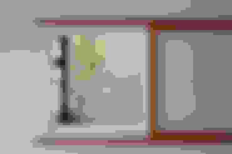Cửa sổ gỗ by TEKTON | テクトン建築設計事務所