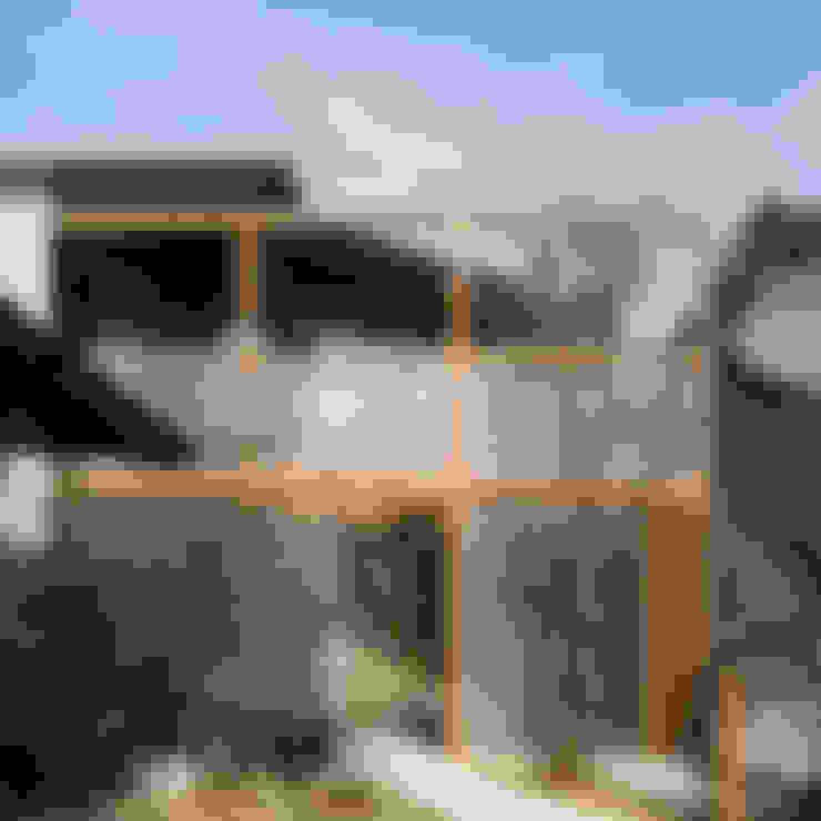 南アプローチ 外観: 竹内建築設計事務所が手掛けた家です。