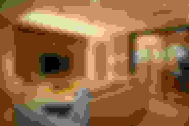Ruang Keluarga by 耘州室內裝修有限公司