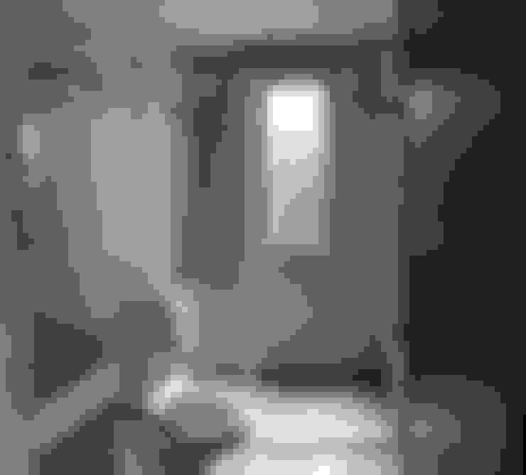 Baños de estilo  por 石方室內裝修有限公司