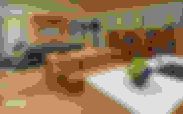 Mr. Arbianto Apartment:  Ruang Keluarga by Getto_id