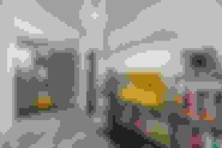 Couloir et hall d'entrée de style  par Facile Ristrutturare