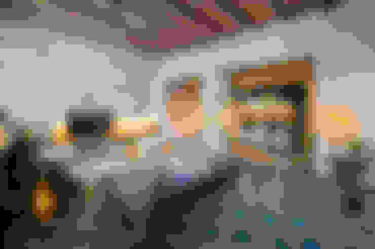 Living room by Nghệ nhân Kiến trúc thủ công